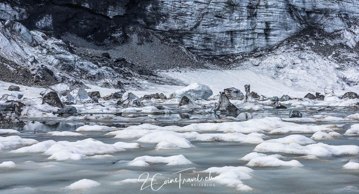 Eis im Gletschersee