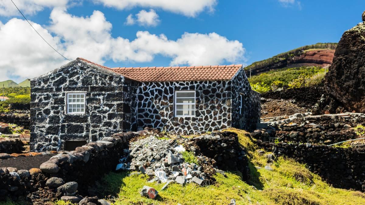 Haus aus Lavasteinen