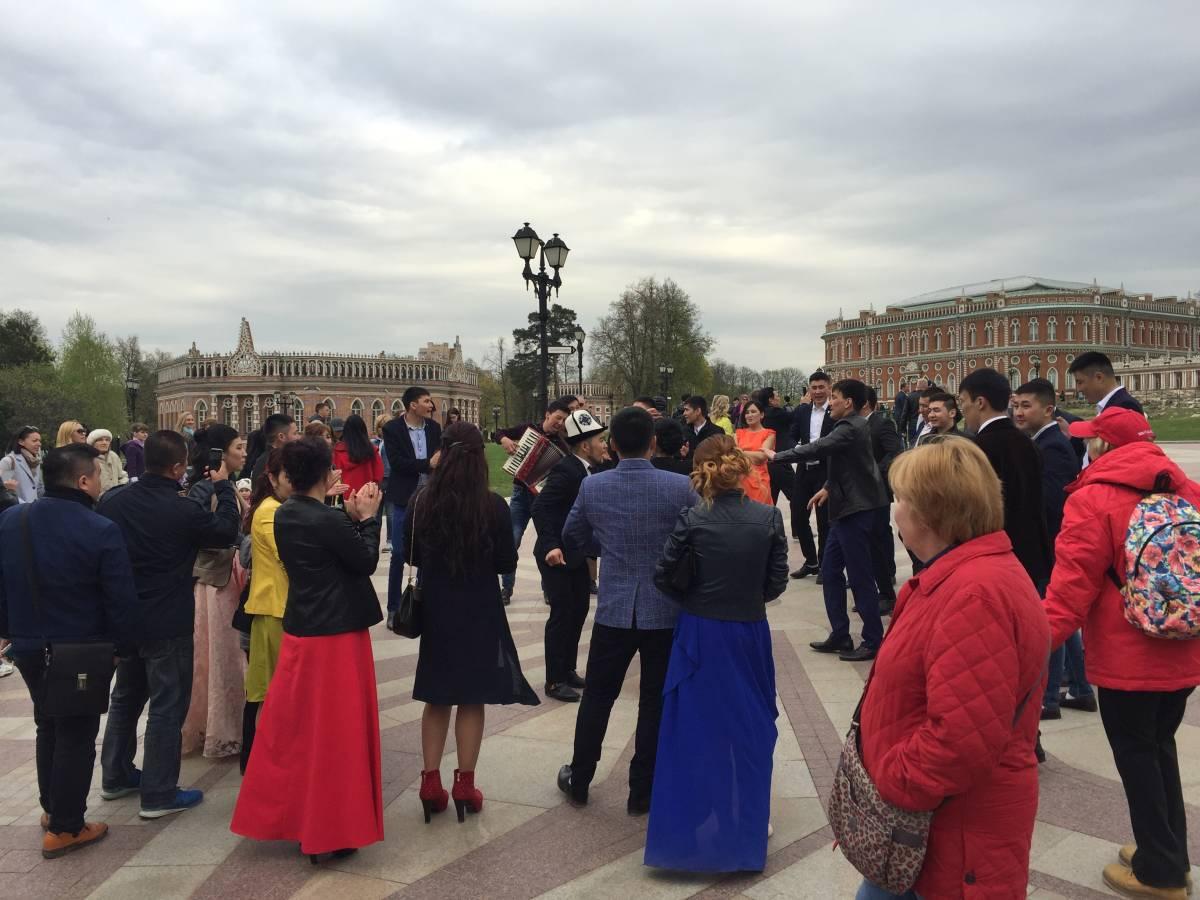 Tanzgruppe Schlosspark Moskau