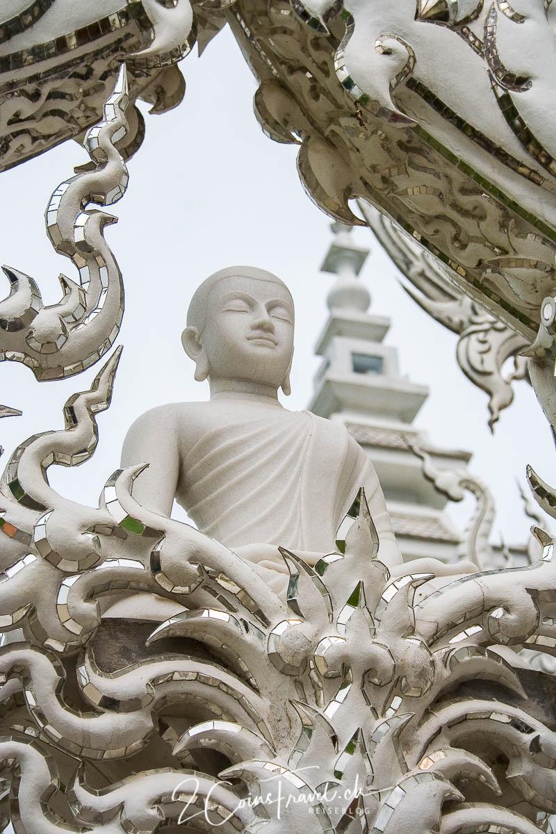 Buddha Figur am Weissen Tempel