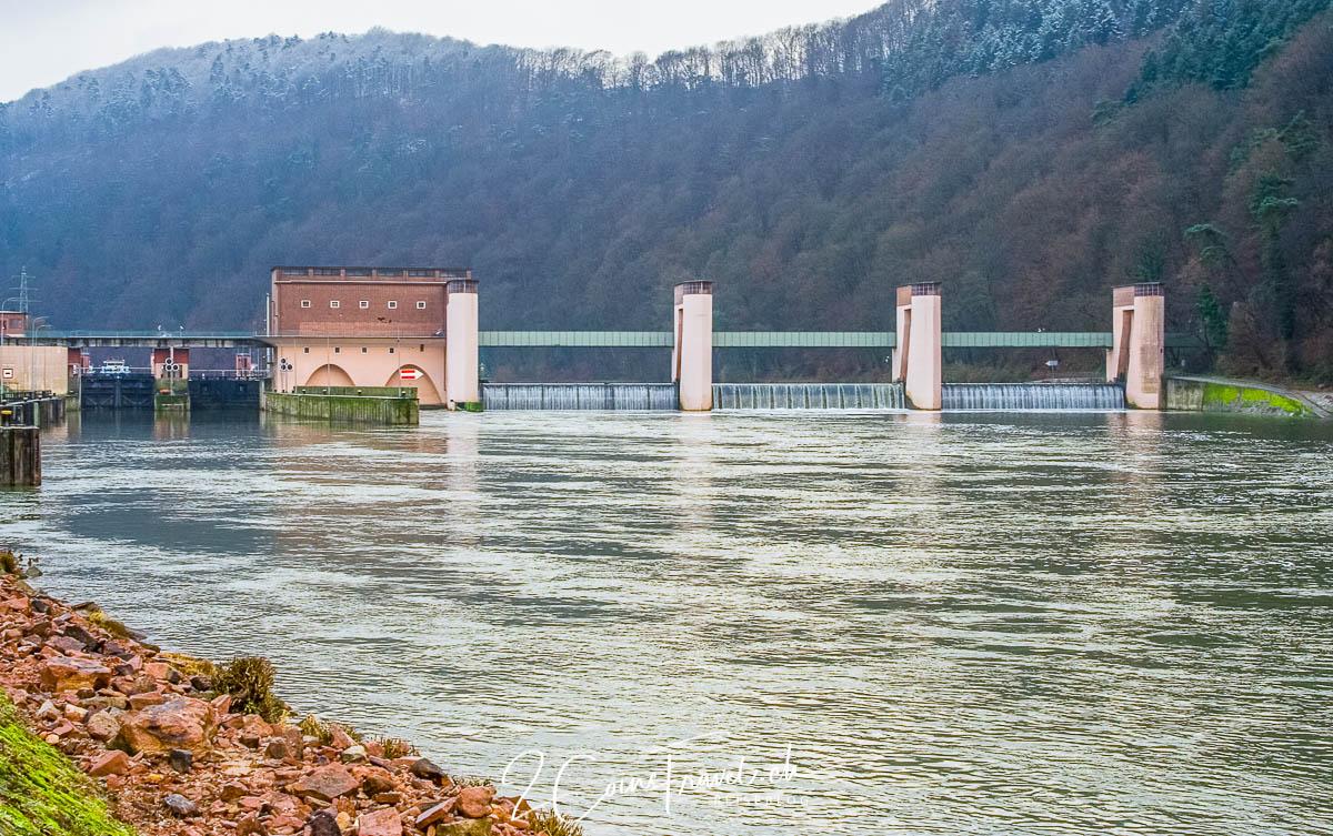 Blick auf die Staustufe Neckarsteinach