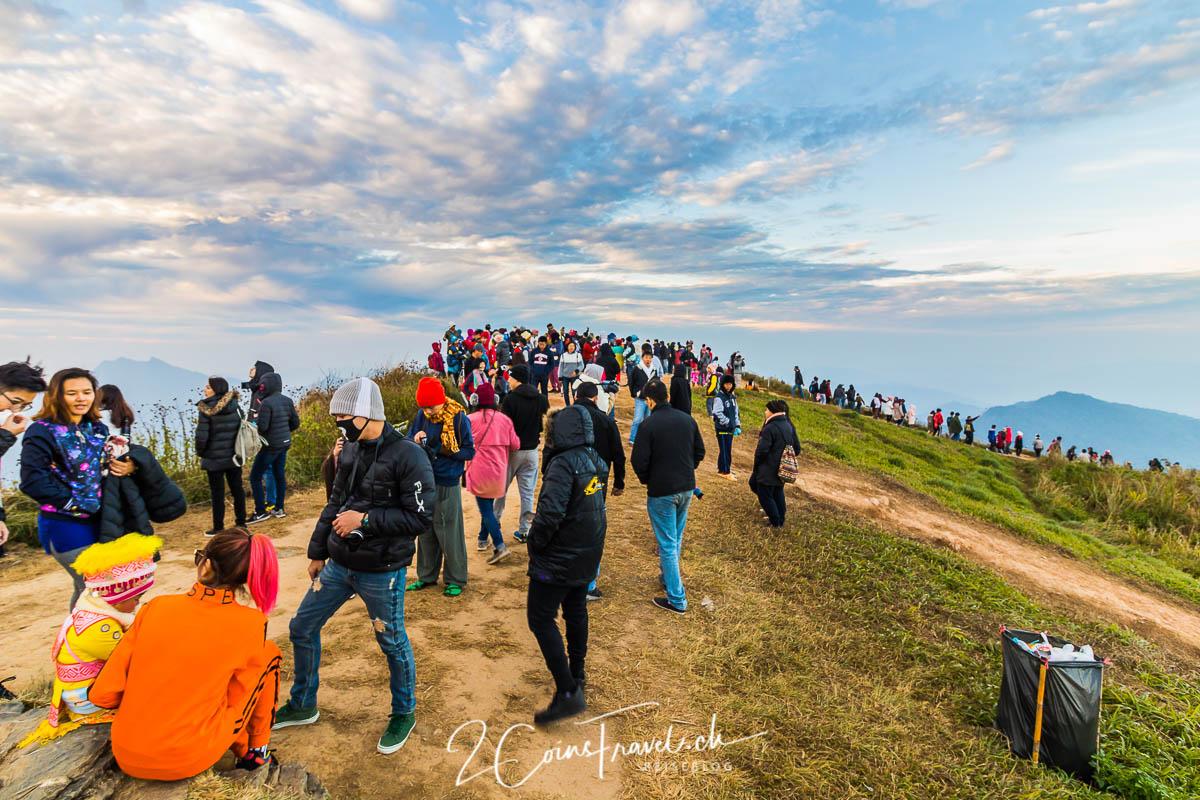 Menschenmenge Phu Chi Fa