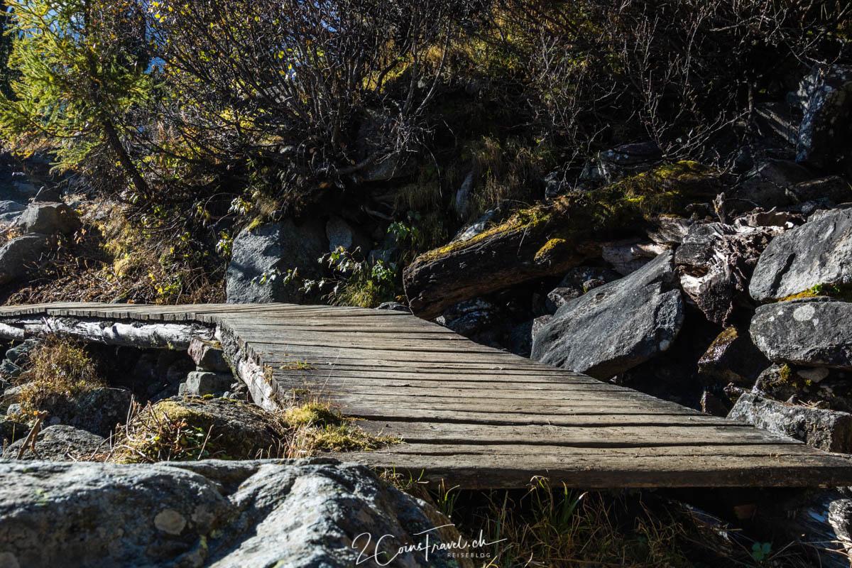 Brücke über den Bach am Wanderweg