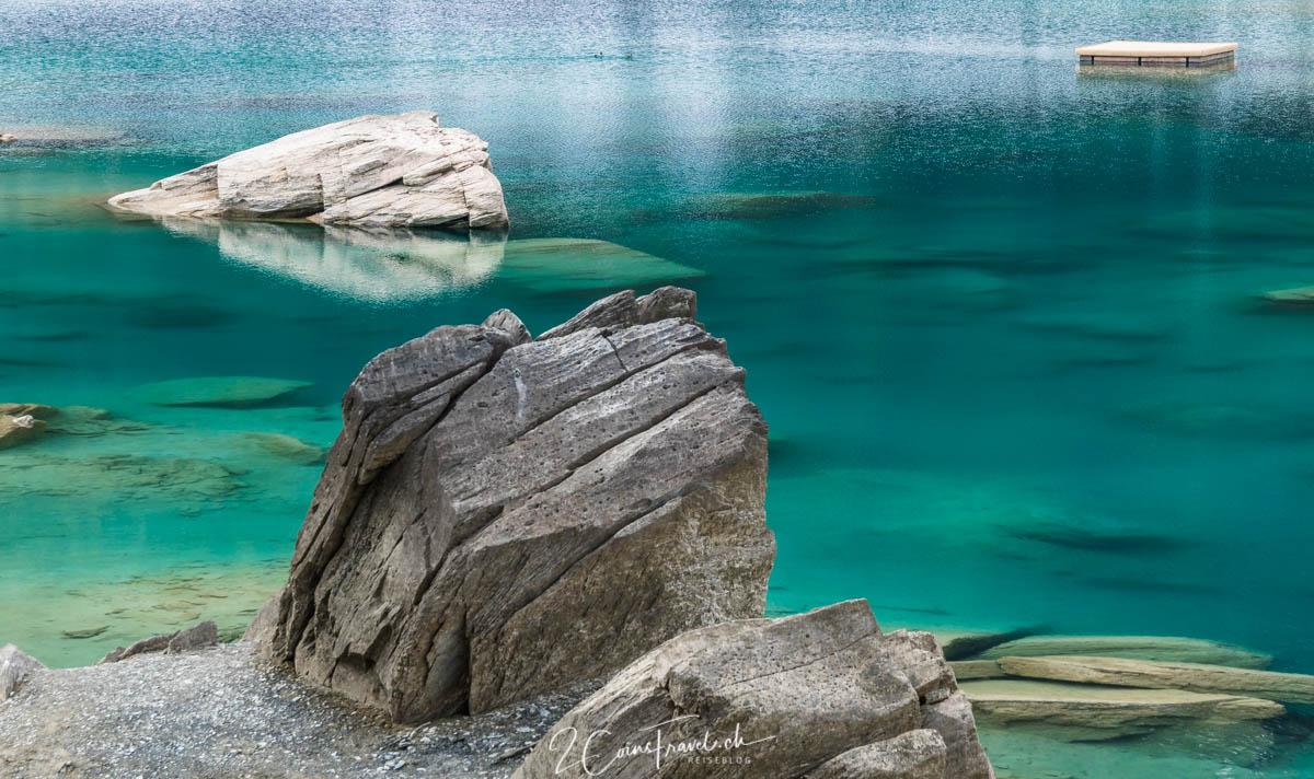 Steine im Caumasee