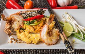 Pad Tai Hor Kai - ผัดไทยห่อไข่
