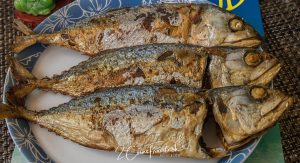 Fried Mackerel with Garlic - ปลาทูทอด