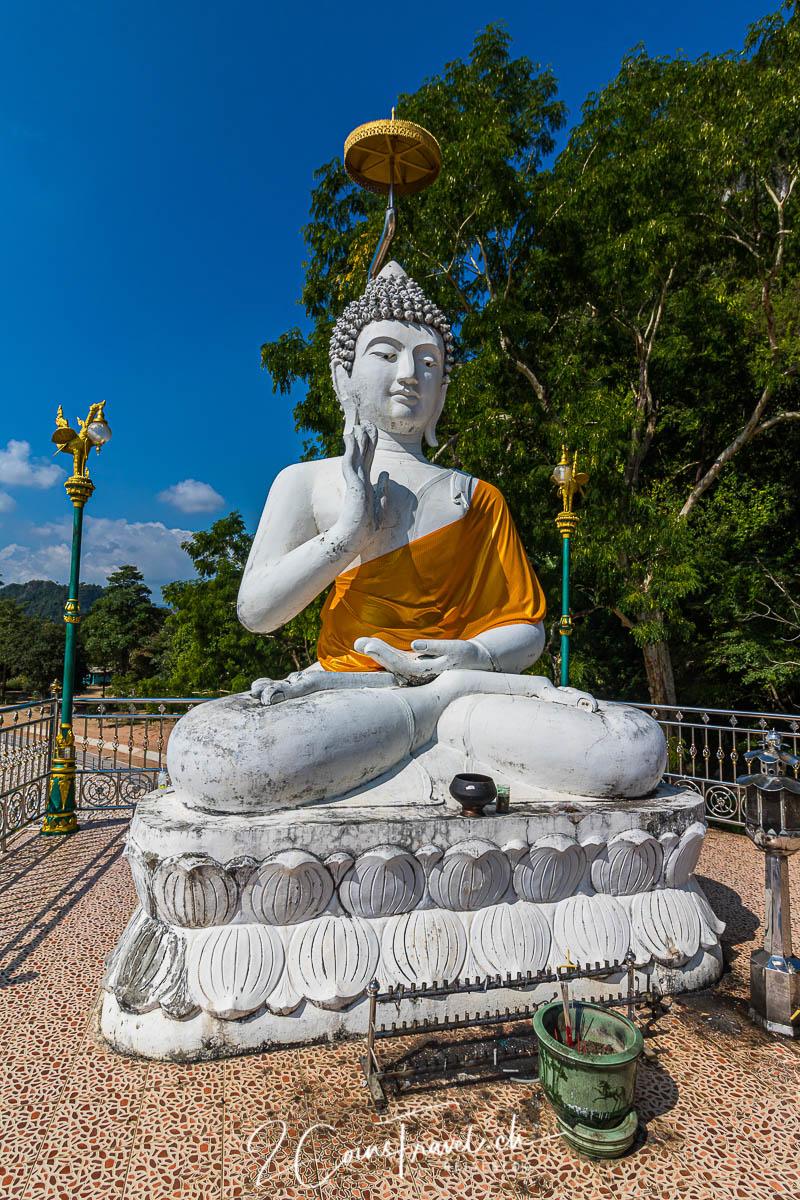 Buddha Wat Tham Phra Chiang Rai