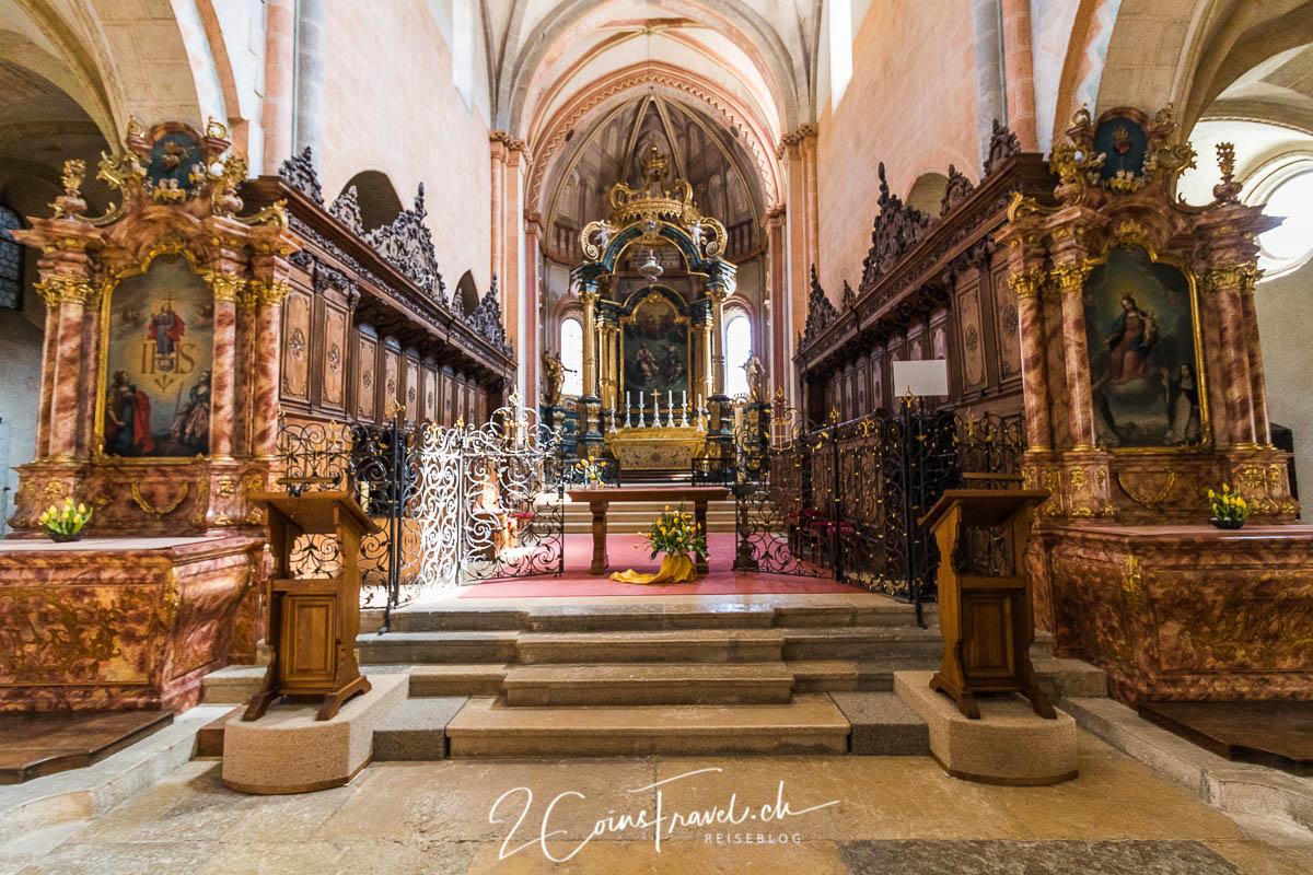 Inneres der Stiftskirche in Saint Ursanne