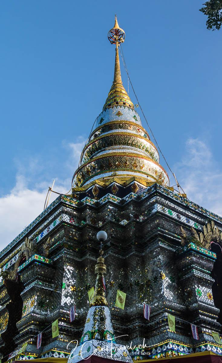 Chedi Wat Phra That Doi Khao Kwai