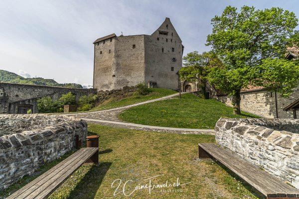 Innenhof Burg Gutenberg