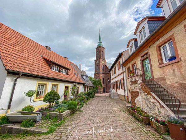 Gasse und Kirche in Dilsberg