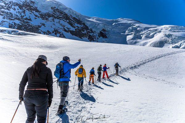 Seilschaft im Gletscher