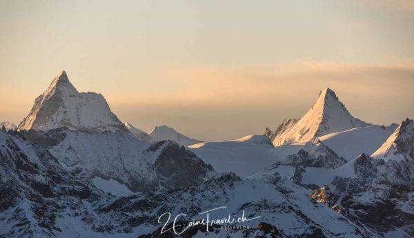 Dent Blanche und Matterhorn Alpenglühen